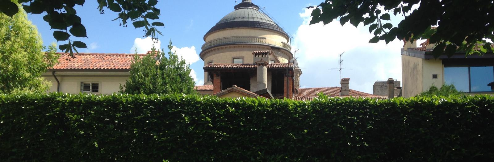 Vista interna al giardino della sede di Rosate